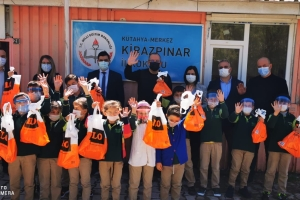 Kütahya Merkez Kirazpınar İlk Okulu Öğrencilerine 23 Nisan Çocuk Bayramı Hediyelerini Dağıttık