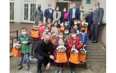 Balıkesir Altıeylül Aslıhantepecik Okulunda 23 Nisan Hediyelerimizi Öğrencilerimize Dağıttık